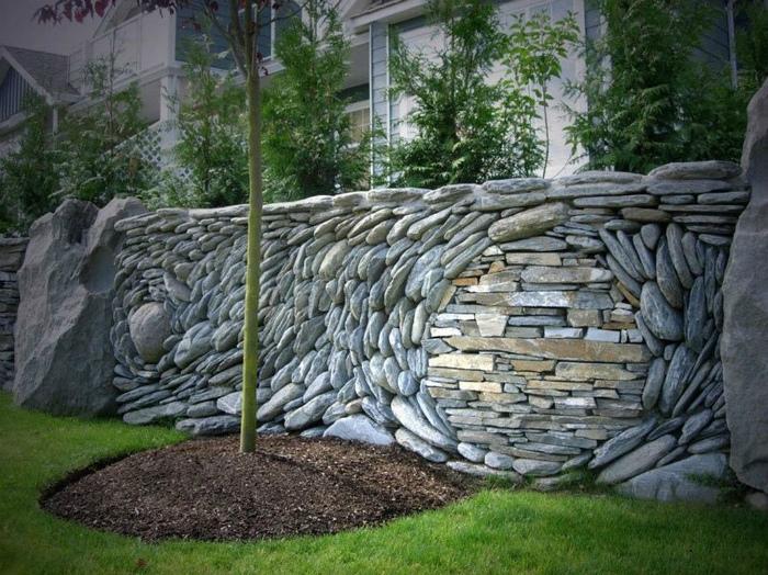 Каменный забор.