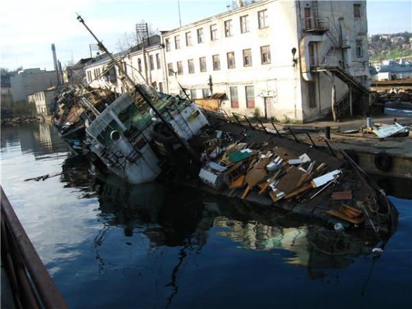 Севастопольский морской завод имени Орджоникидзе, который ранее принадлежал президенту Украины Петру Порошенко, перешел в собственность России.