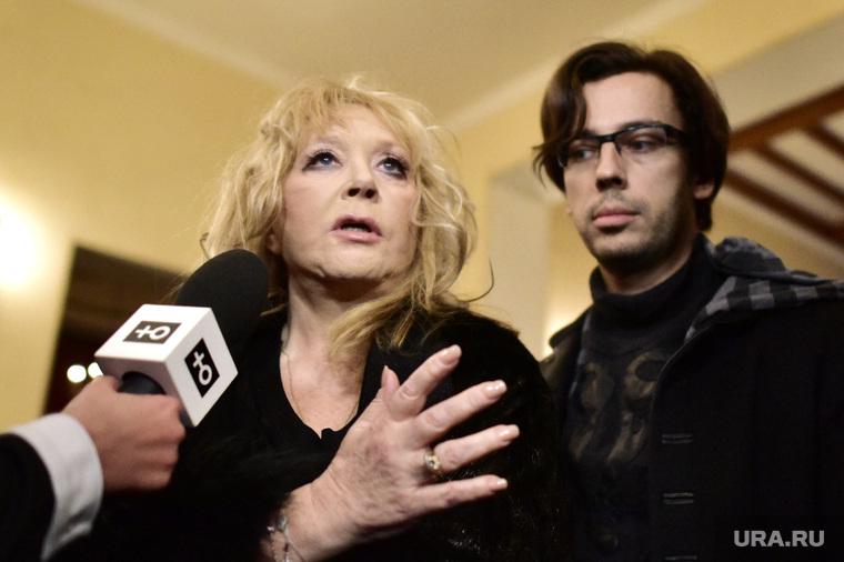 «По какому праву нас хоронит молодежь?» Поклонники Пугачевой требуют оставить Примадонну в новогоднем эфире