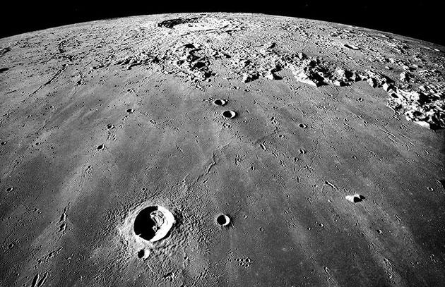 Новая отправная точка SETI: Луна как ловушка для внеземной жизни и ее артефактов