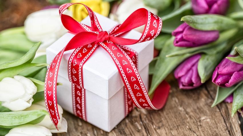 Цветы подарок на 8 марта