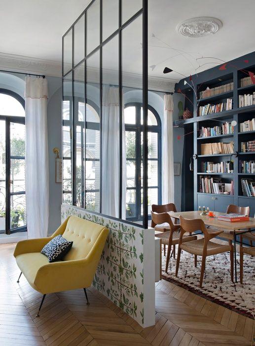 Лучший вариант разделить две комнаты - поставить стеклянную прозрачную перегородку.