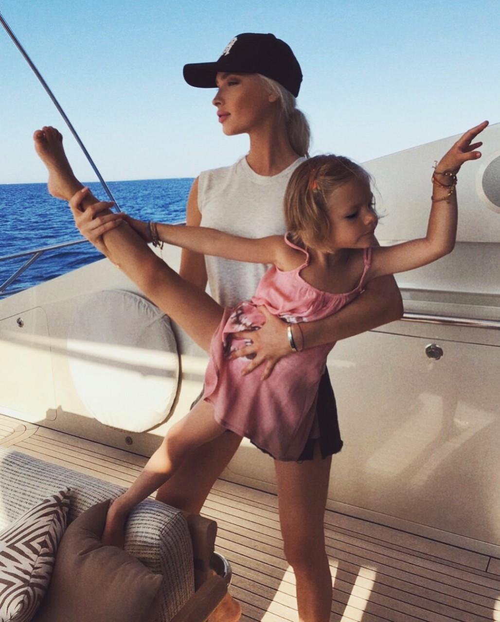 Тимати отдыхает на яхте вмес…
