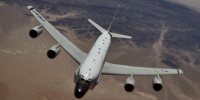 Самолет НАТО опасно сблизился с пассажирским лайнером вблизи Калининграда