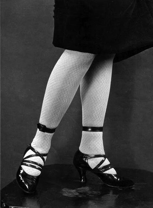Модная обувь и чулки 1920-х годов: изящность и экстравагантность