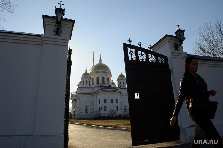 В РПЦ уверены, что многомиллиардный стадион в Петербурге помогли достроить «небесные силы»