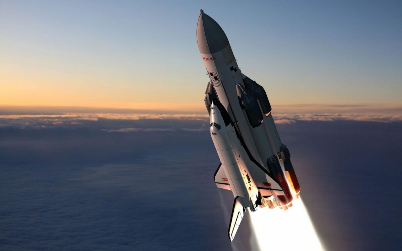 30 лет полету орбитального к…
