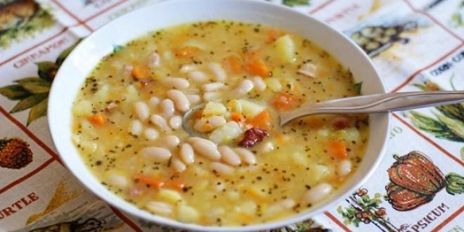 Божественное первое блюдо. Сначала съедаю суп, а фасоль оставляю на десерт