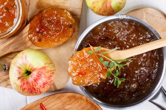 Смалец, соус, пастила: 3 оригинальные заготовки из кислых яблок