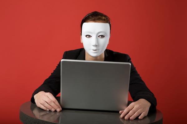 Банковские клиенты попались в соцсети. Мошенники массово атакуют их под видом сотрудников банков