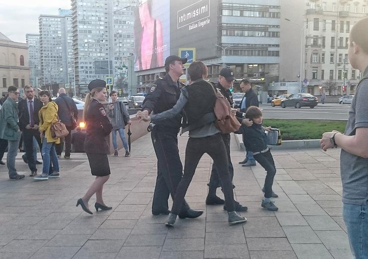 В центре Москвы полицейские задержали 10-летнего мальчика, декламировавшего «Гамлета»