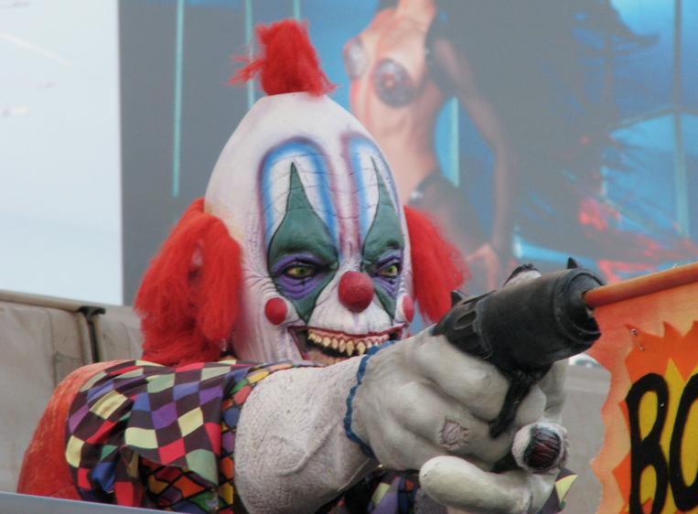 Посольство в Британии предупредило россиян об атаках клоунов