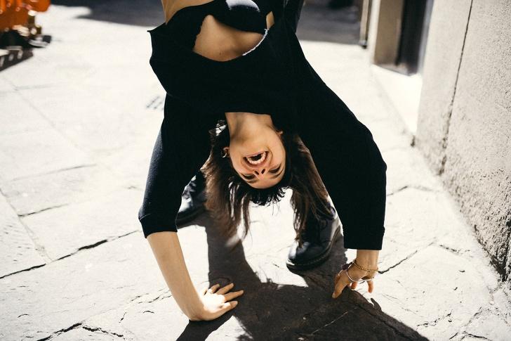 «Для кого-то прима впачке— это балерина, адля кого-то— сигарета»— 11отрезвляющих отрывков изкниги Елены Рог