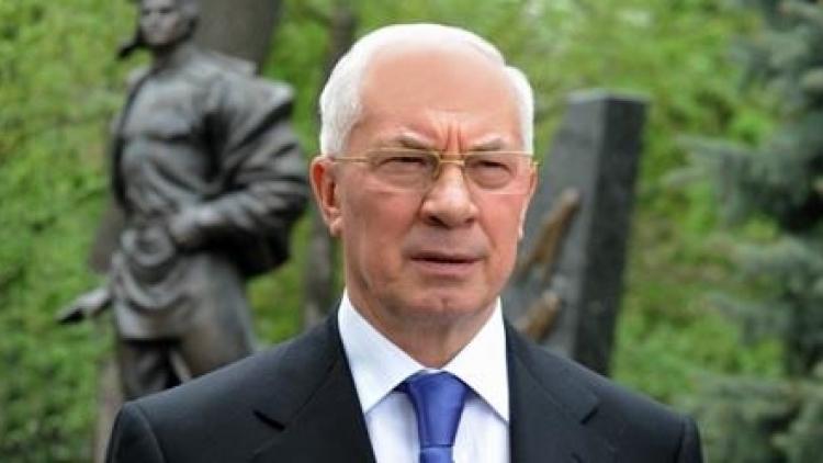 Азаров: Порошенко не смог договориться с Онищенко и должен уйти в отставку