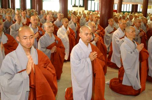 Британскую секту буддистов обвинили в принуждении последователей к сексу