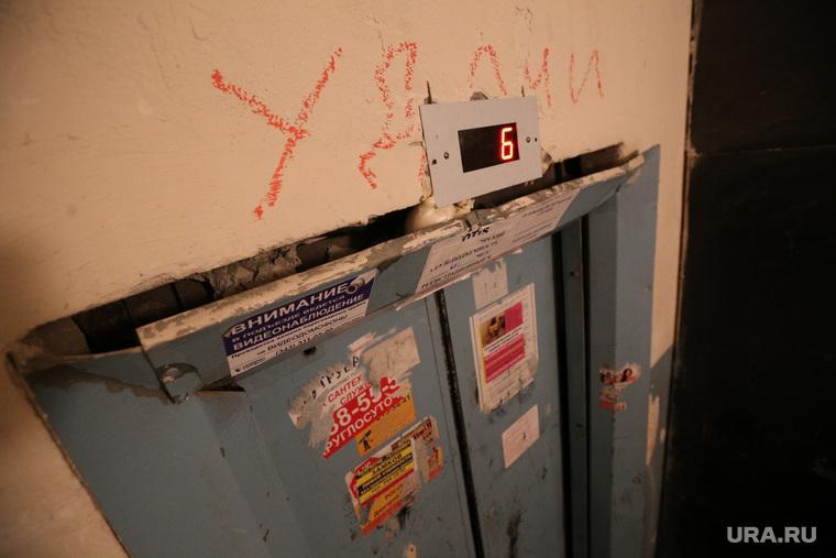 Россиян пугают нашествием «лифтового гриппа». Для эпидемии достаточно открытых дверей подъездов.