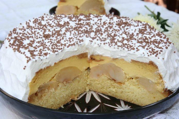Яблочный торт «Немецкий дворик» с кремом-брюле и карамелью