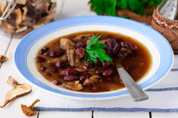 Постный суп из грибов и фасоли