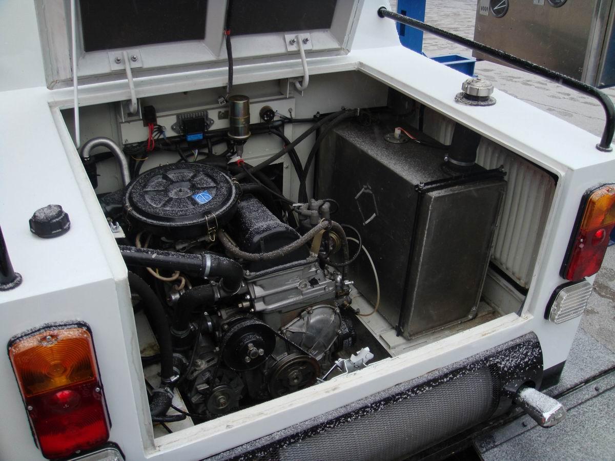 Катер с автомобильным двигателем