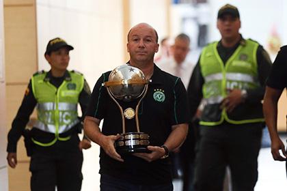 Действующий обладатель Южноамериканского кубка передал трофей «Шапекоэнсе»