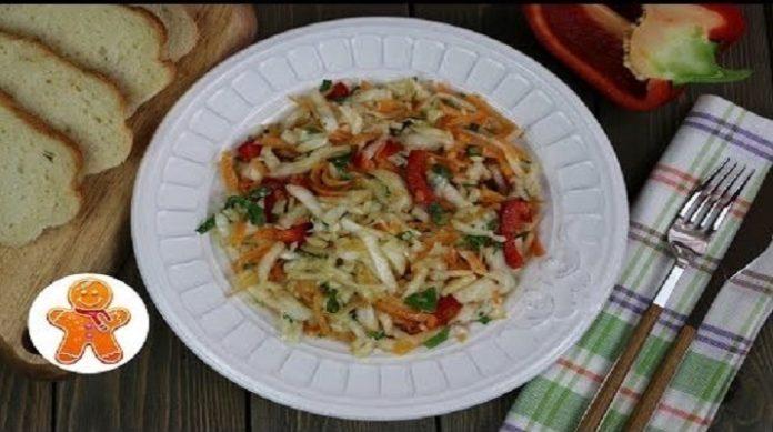 Очень вкусный салат из свежей капусты с изюминкой