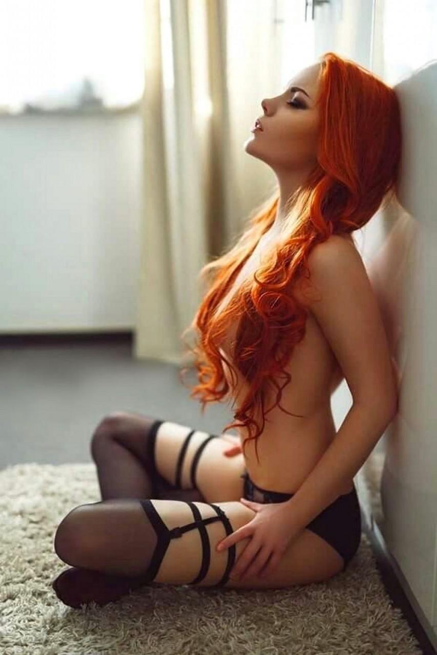 Фотограф развел на секс рыжую модель  187843