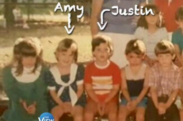 Девочка позирует для школьного альбома. 30 лет спустя ее парень взглянул на левый угол фото и ахнул! девушка, загадочно, интересно, истории