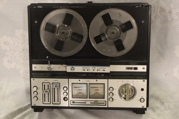 Неожиданная находка внутри старенького магнитофона