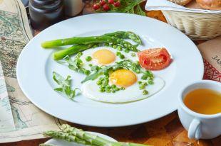 Что полезнее с утра: яичница или бутерброды?