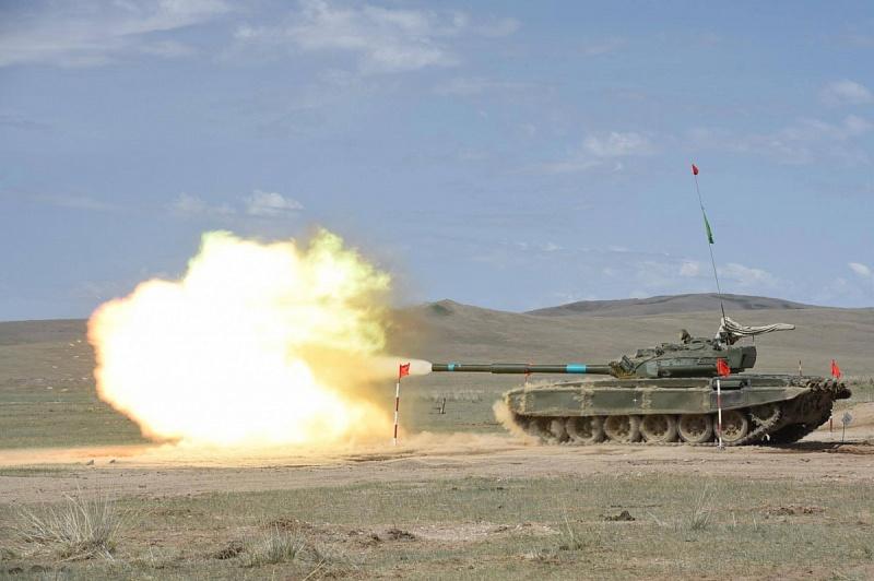 """Танки Т-55 на """"Танковом биатлоне"""" в Монголии"""