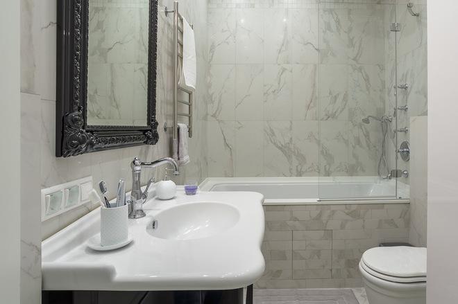 Классический Ванная комната by Irina Markovskaya