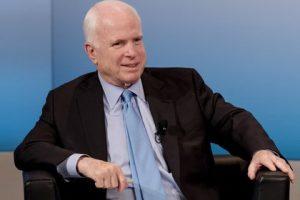 Россия убивает украинцев для проверки администрации Трампа — Маккейн