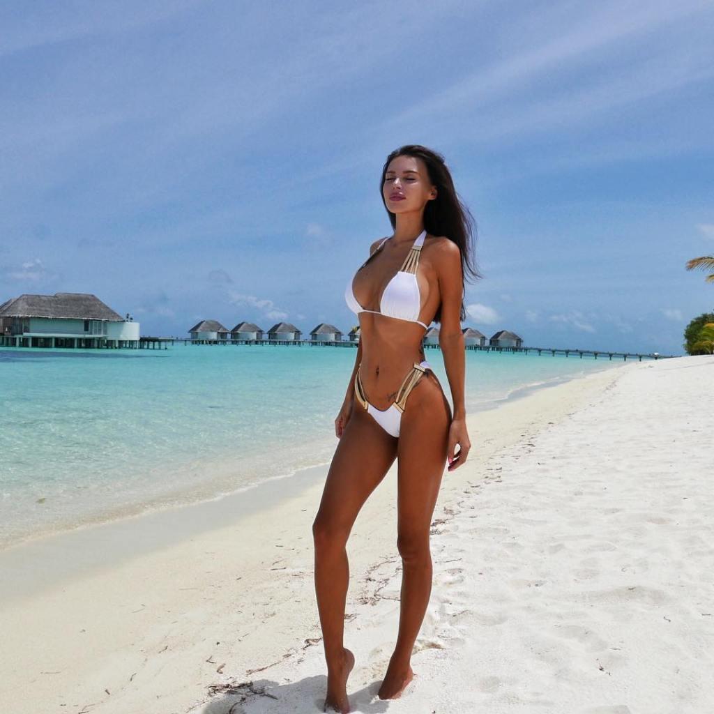 mnogodetnaya-zhena-dzhigana-oksana-samojlova-srazila-figuroj-v-bikini-foto_001