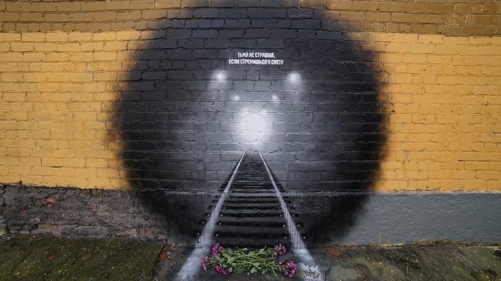 В Петербурге нарисовали граффити в память о жертвах теракта в метро