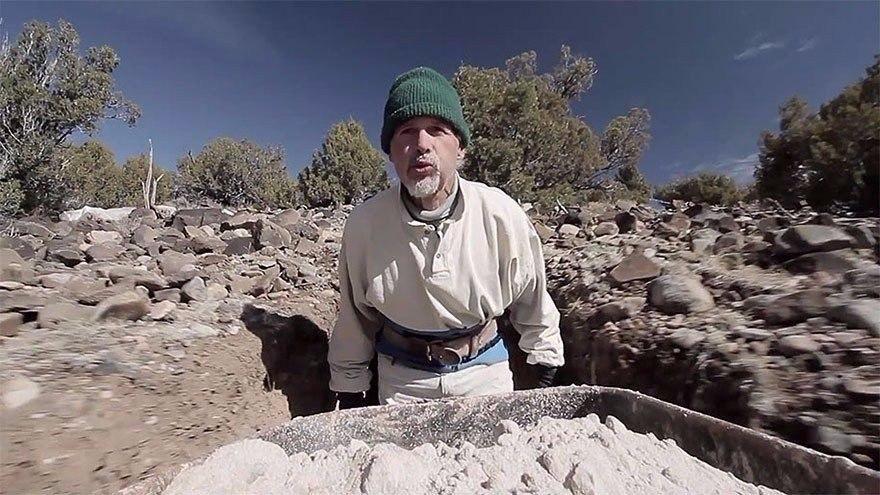 Двадцать пять лет в полном одиночестве он создавал подземный сказочный мир