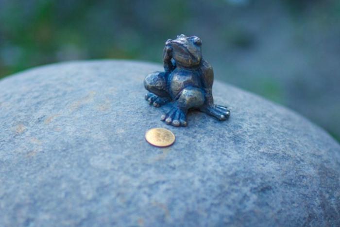 Лягушка-путешественница, Чижик-Пыжик и компания: 6 самых маленьких памятников в мире