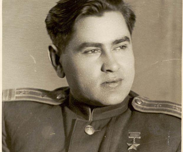 Как на самом деле выжил Маресьев?Новгородские поисковики нашли место падения самолета Алексея Маресьева и проследили его путь к спасению