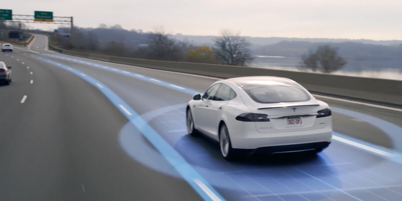 Китайским ученым удалось обмануть автопилот Tesla