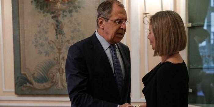 Лавров спросил Могерини, почему ЕС вводит санкции только против России