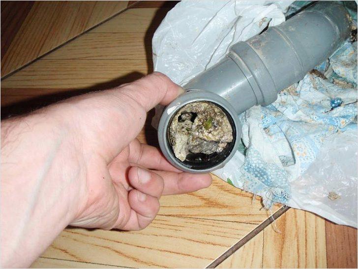 Что такое засор в канализационной трубе в домашних условиях