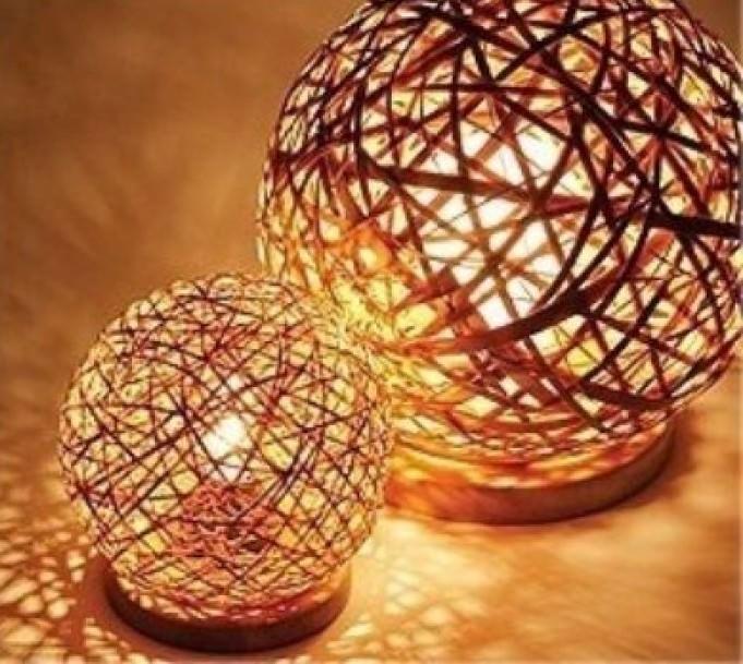 Светильники из ниток и шара своими руками фото