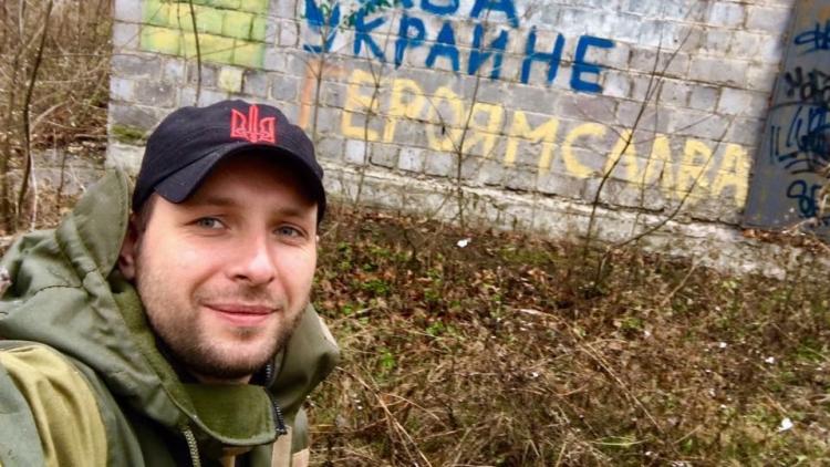 Бесславный ублюдок: комбат Парасюк, топтавший флаг России, создает свою партию
