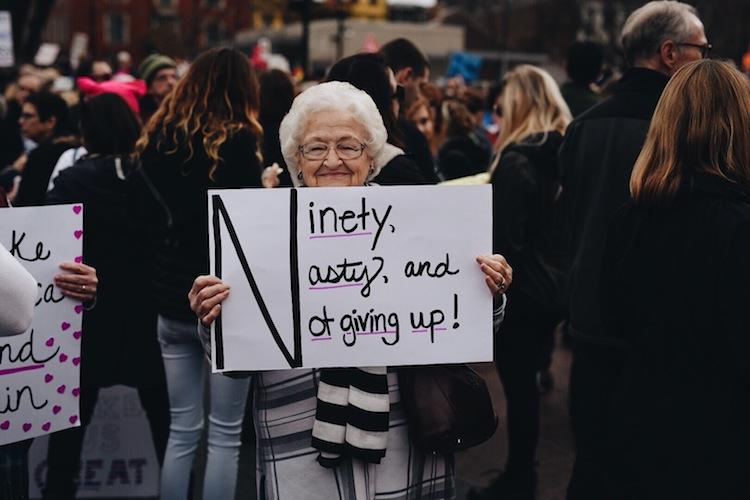 20 самых острых и креативных лозунгов Марша женщин против политики Трампа