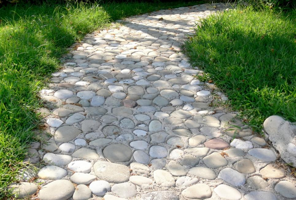 Как сделать дорожки из природного камня своими руками 98