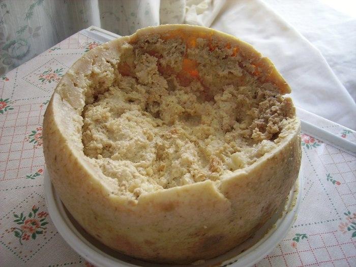 Разговорные названия Касу марцу - «Червивый сыр» или  «Гнилой сыр»