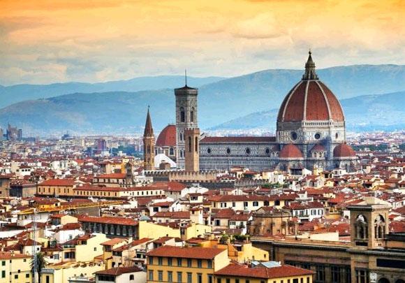 Достопримечательности Флоренции начнут поливать водой для защиты от туристов