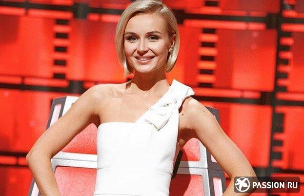 Мокрые волосы и вырез на платье: Полина Гагарина рассказала о буднях кормящей мамы