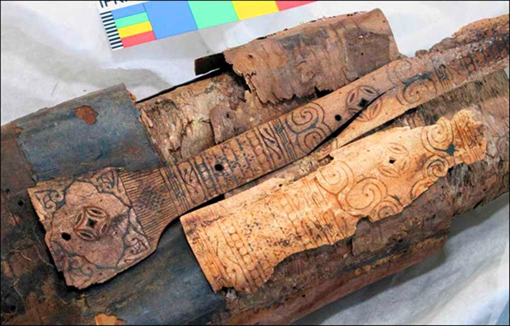 Уникальный колчан средневекового лучника найденые на Алтае.