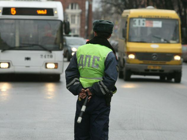 Водителя автобуса поймали с куплеными правами