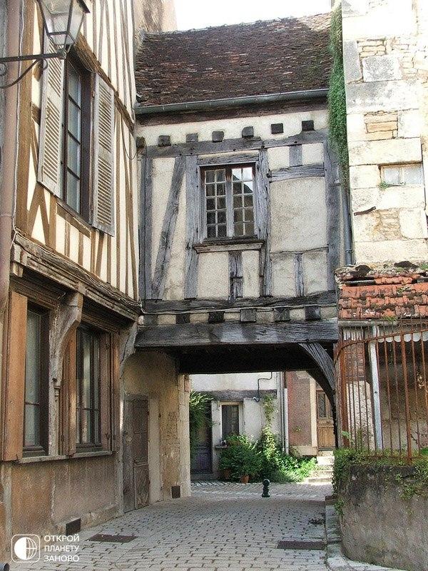 Деревня Noyers-sur-Serein, Бургундия, Франция